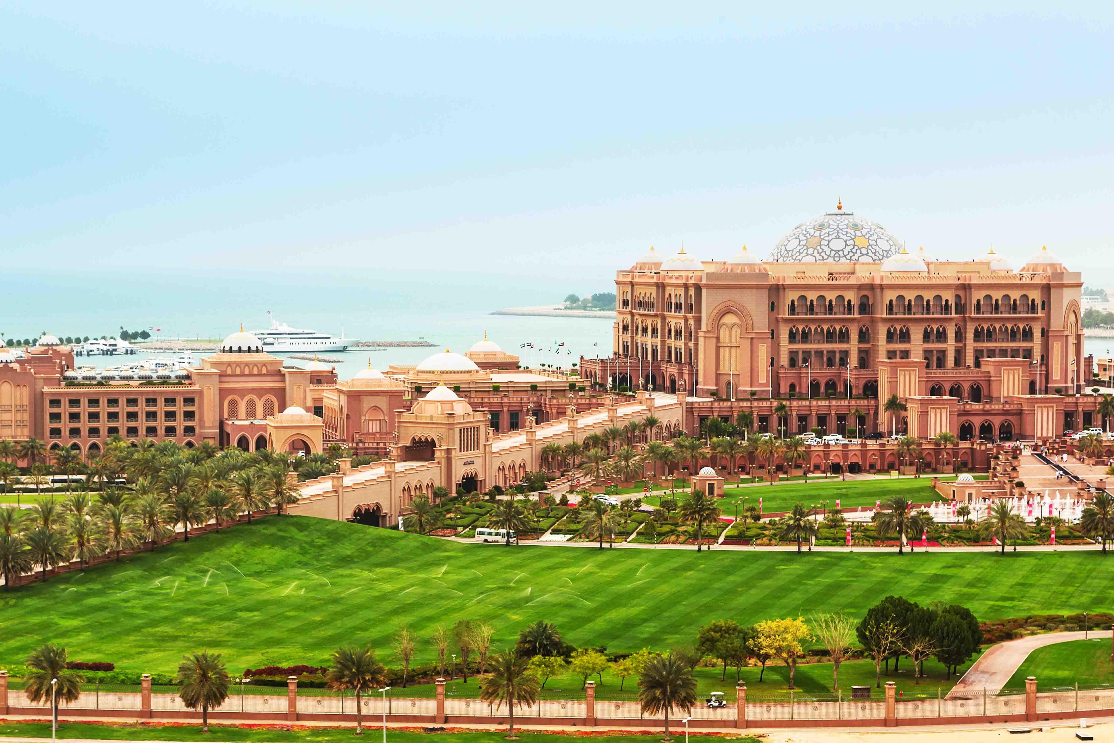 Emirates Palace-Abu Dhabi City Tour from Dubai